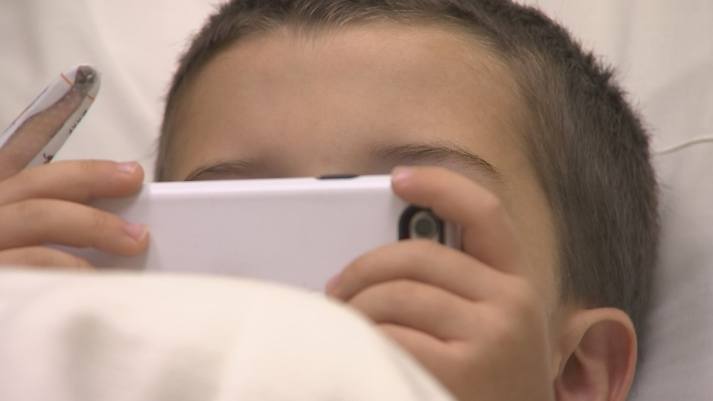 Fluid behind the ear affects nearly all children and now there are some new recommendations for treatment (Source: KPHO/KTVK)