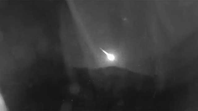 A viewer near 40th Street and Lincoln Drive in Paradise Valley captured the suspected meteor on camera. (Source: Viewer Chris Carroll)