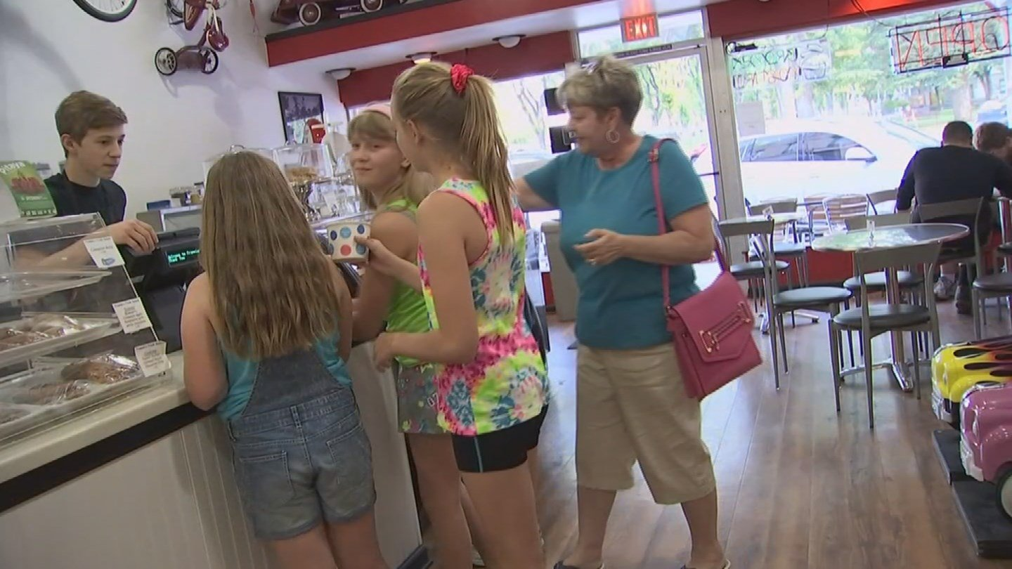 Residents in Prescott were hitting the ice cream shop due to record heat. (Source: KPHO/KTVK)