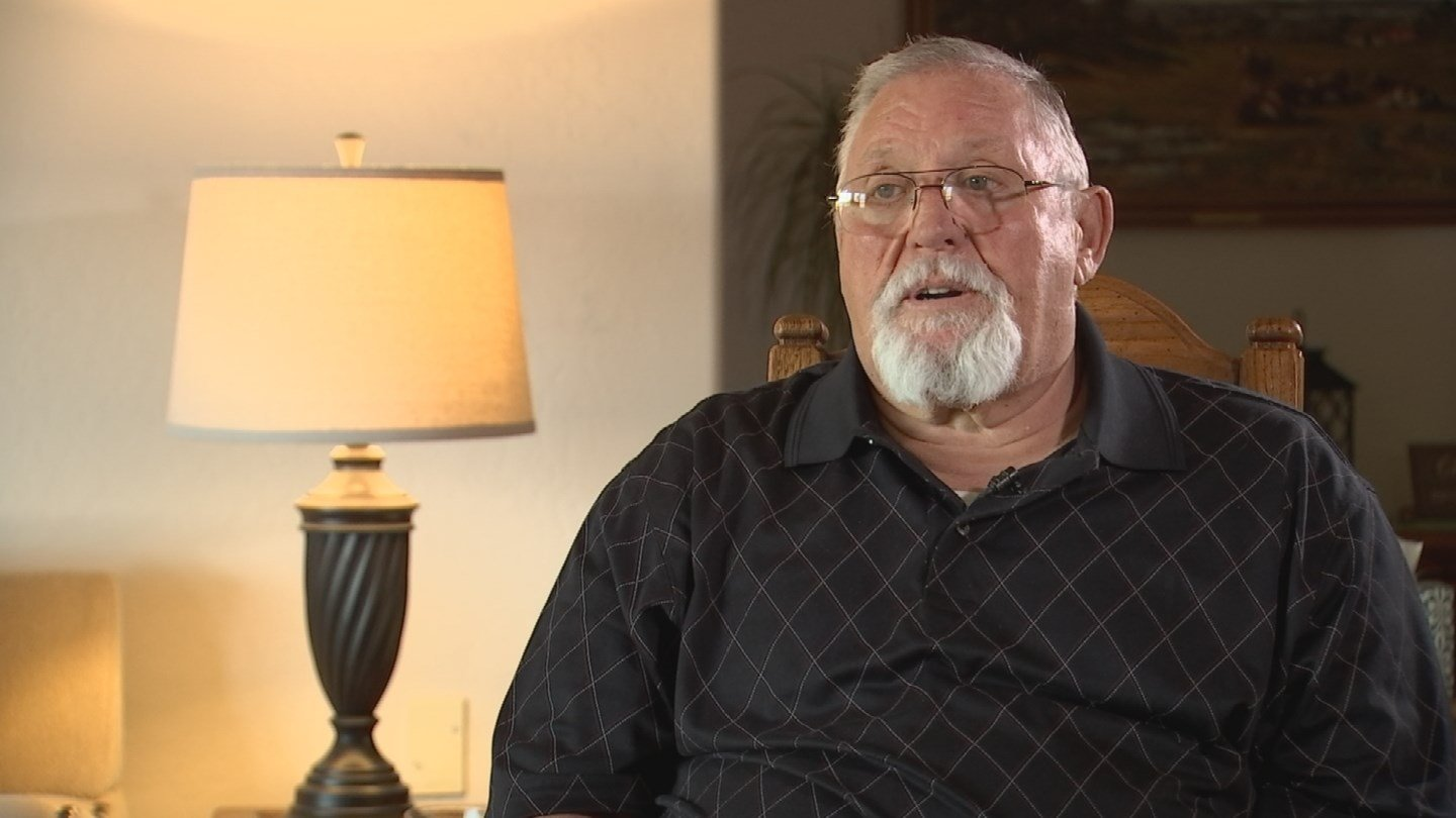 Richard Fournier says a homeless veteran repeatedly smashed his knee with a flagpole. (Source: KPHO/KTVK)