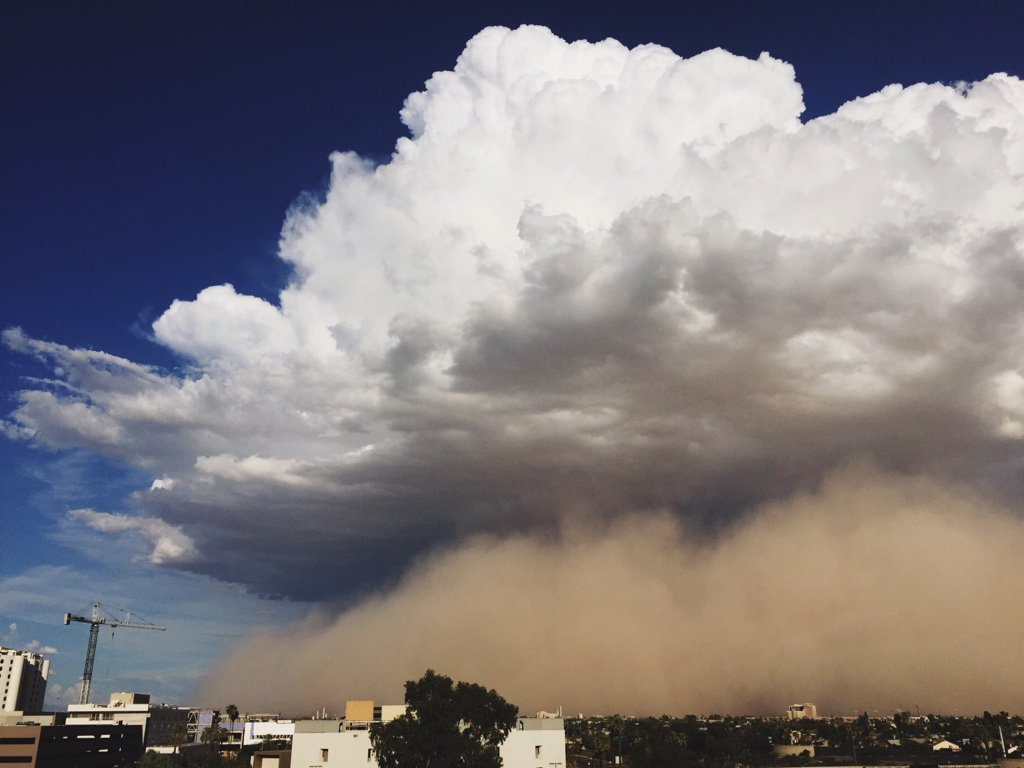 Dust storm makes its way through the Valley. (Source: Mike Olbinski)