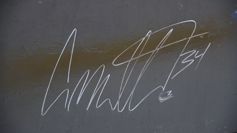 Auston Matthews signed the Zamboni at Arcadia Ice Arena. (Source: KPHO/KTVK)