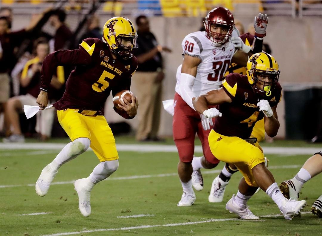 QB Manny Wilkins runs against the Cougars (AP Photo/Matt York)