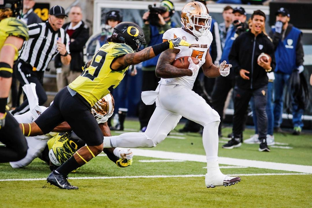 Kalen Ballage scores a TD vs Oregon (AP Photo/Thomas Boyd)