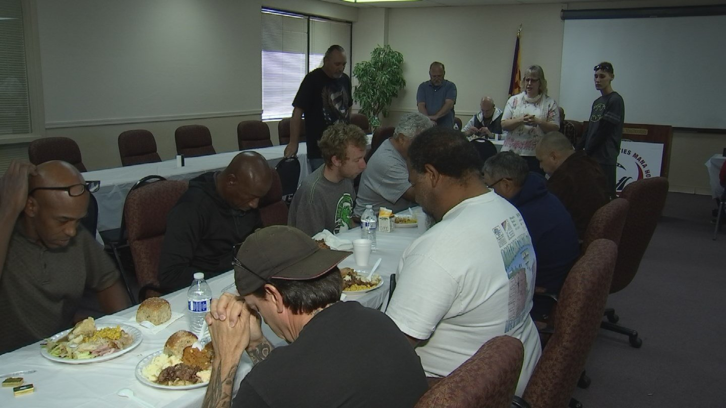 Veterans at a shelter run by the Mana House received Thanksgiving meals. (Source: KPHO/KTVK)