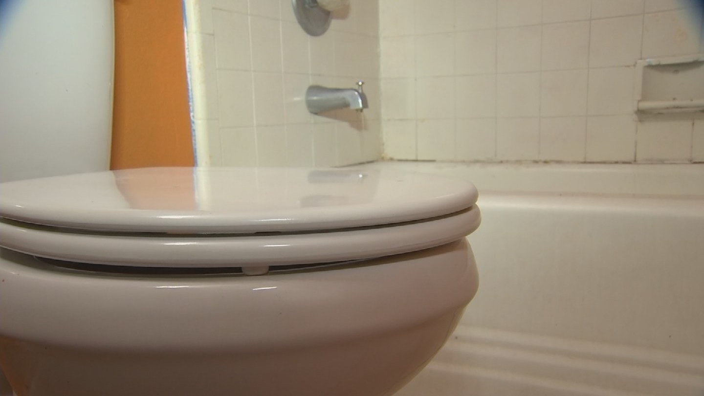 Some residents at a Mesa apartment complex say plumbing problems are creating a nasty situation. (Source: KPHO/KTVK)