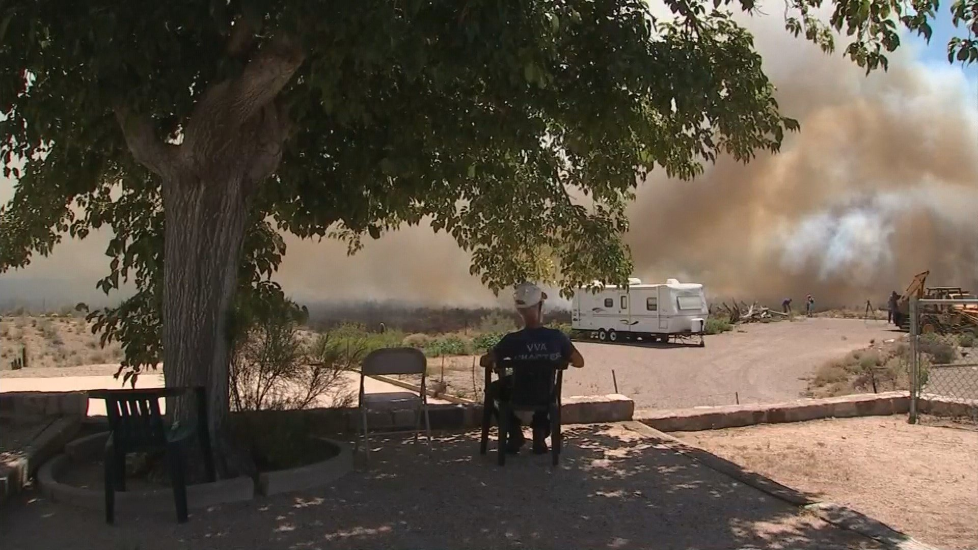 Residents are keeping a wary eye on the smoke and fire. (Source: KPHO/KTVK)