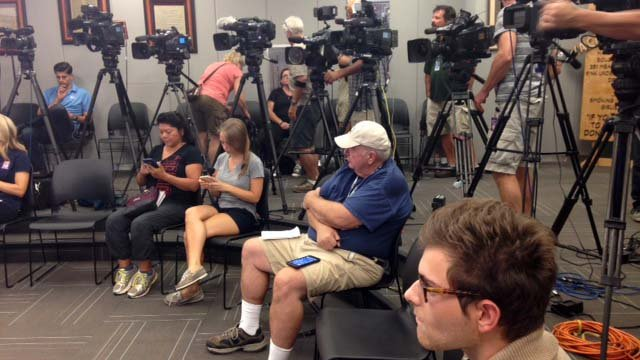 Members of the media were out in full force covering Sunday's news briefing. (Source: KPHO/KTVK)