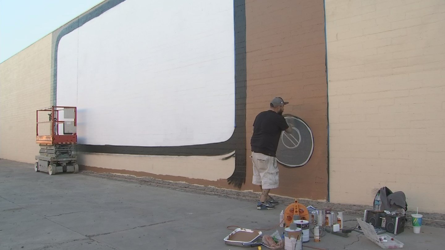 Local artists are working to beautify downtown Mesa. (Source: KPHO/KTVK)