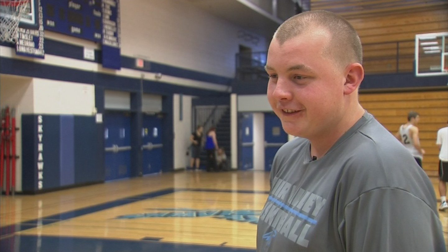 Korben Fory made the shot of the night and earned viral-video fame. (Source: KPHO/KTVK)