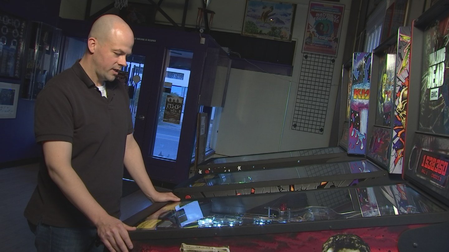 Pinball wizards hone their craft as they prep for championship (Source: KPHO/KTVK)