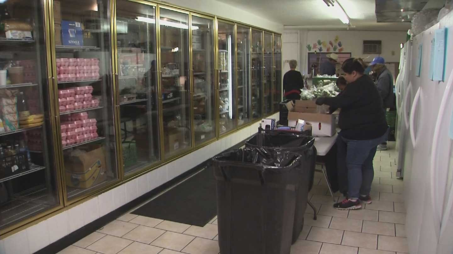 Former Phoenix Liquor Store Converted Into Food Bank 3tv