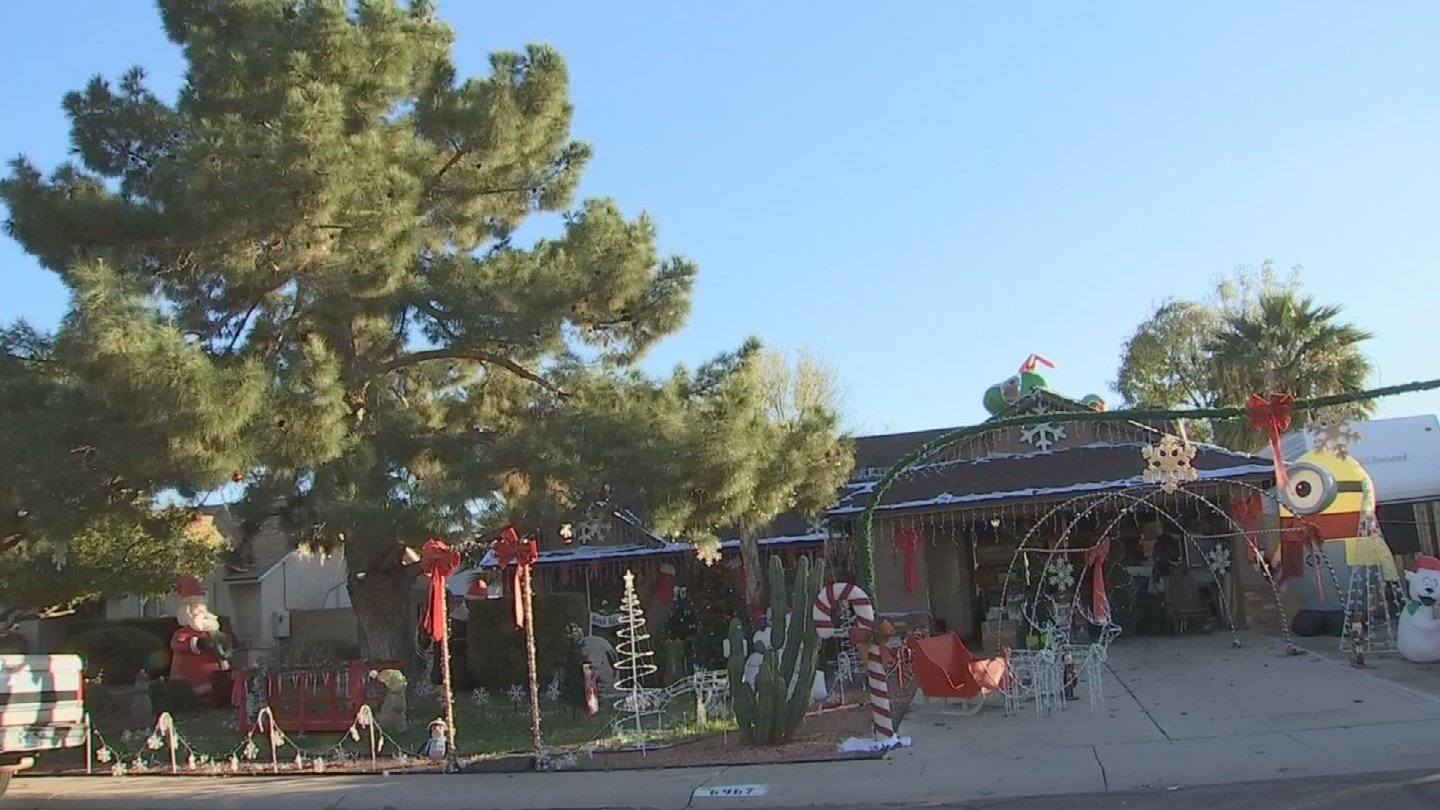 What day to take christmas decor down - Peoria Has A Deadline For When Christmas Decorations Must Come Down Source Kpho