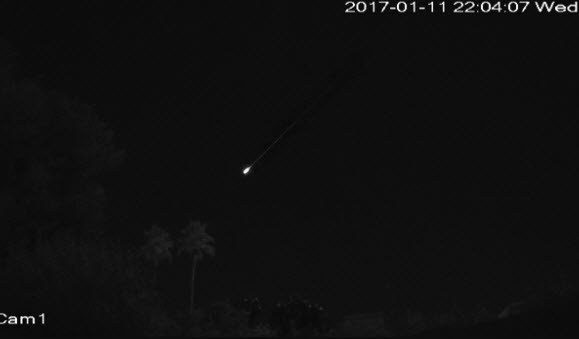 possible meteor seen streaking through the sky cbs46 news. Black Bedroom Furniture Sets. Home Design Ideas