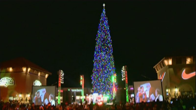 The CHristmas tree has three miles of LED lights. (Source: KPHO/KTVK - Anthem Lights Up Nation's Tallest Fresh-cut Christmas Tree